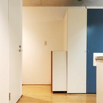 【上階】青い扉は洗濯機置き場です