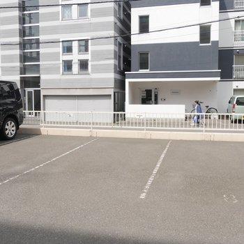 駐車場もあります〜〜