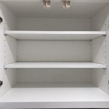 上部の棚にはお皿を置きたいな〜。