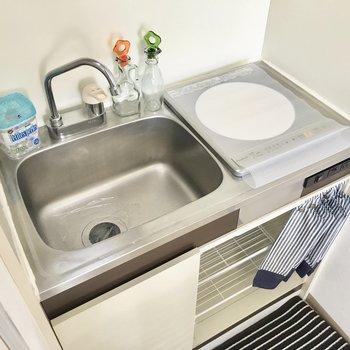 シンクにスライド調理台を備え付けば調理スペースも確保できます。