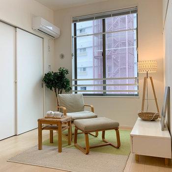 【洋室】まずは中2階の部屋から。※写真は2階の同間取り別部屋のものです