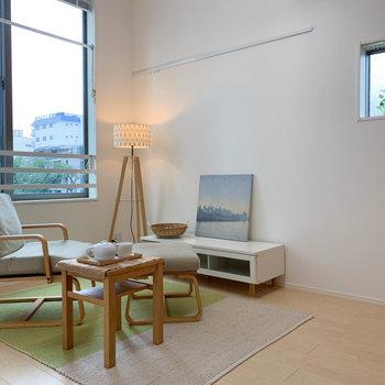 【洋室】窓が大きく、抜け感があります。※写真は2階の同間取り別部屋のものです
