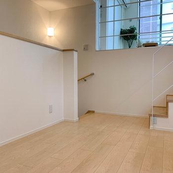 【キッチン】壁にはコンセントも充実しています。※写真は2階の同間取り別部屋のものです
