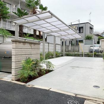 屋根付きの駐輪スペースです。