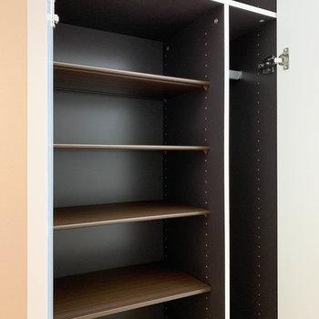 シューズボックスも大きめのものがついています。※写真は2階の同間取り別部屋のものです