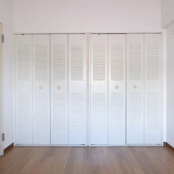 【4.5帖ベッドルーム】こちらにも収納が。※写真は4階の同間取り別部屋のものです