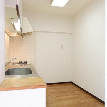 キッチンスペース広いです!※写真は4階の同間取り別部屋のものです