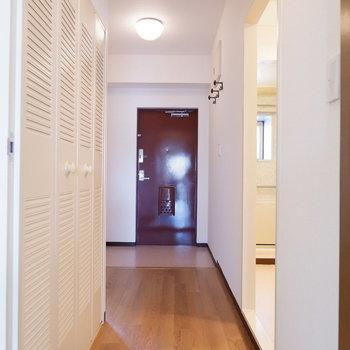 廊下へ進みましょう。※写真は4階の同間取り別部屋のものです