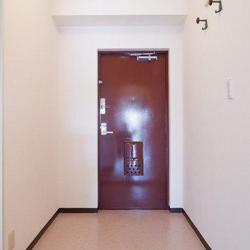 玄関広い!シューズボックスを置こう。※写真は4階の同間取り別部屋のものです