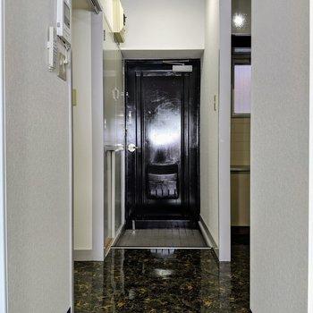 漆黒のドアがCoolです。