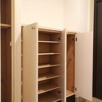 シューズボックスは2箇所に。たくさん入る♩(※写真は2階の同間取り別部屋のものです)