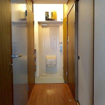 廊下から和室へいけますよ!