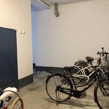 自転車だって雨に濡れません!!