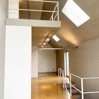 ロフトがあって、このとおり天井が高いのです。