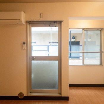 レトロな風情が漂うお部屋です。※写真は3階の同間取り別部屋のものです