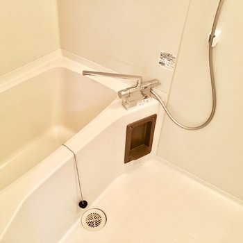 少し古さは感じますが、水栓は使いやすいものに。