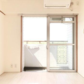 お隣の洋室へ。こちらはエアコン付き◎