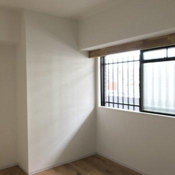 玄関横の洋室は3.7帖。