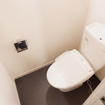 【イメージ】トイレもウォシュレットありますよ〜※写真は反転間取り、別部屋の写真です