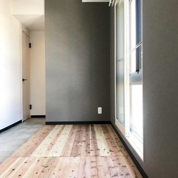 しかもここの床は無垢床