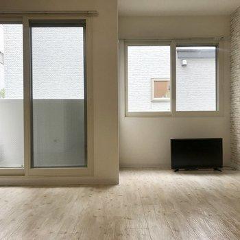 右側の窓の場所はベッドスペースがいいかも