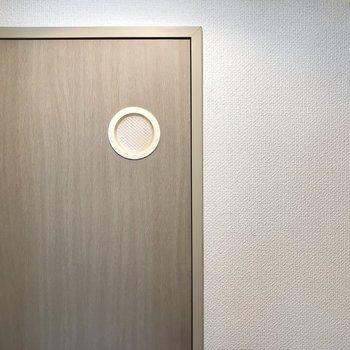 なんとなく撮ってみたくなったトイレのドア。笑