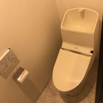ウォシュレットつきのお手洗い!!