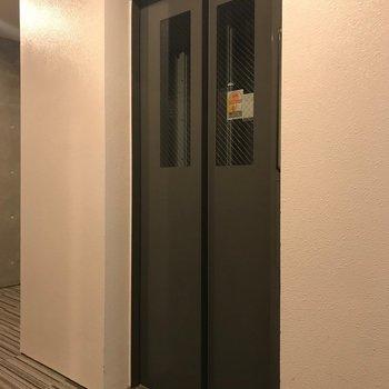エレベーターもあります!移動もらくらく〜〜!