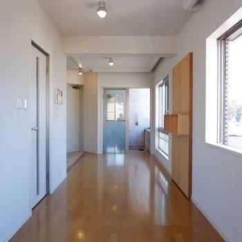 ダイニングとリビングスペース分けられますね。※写真は5階の同間取り別部屋のものです