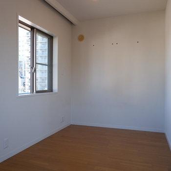奥のスペースは寝室に。※写真は5階の同間取り別部屋のものです