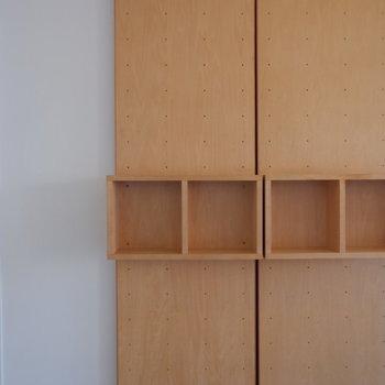 ちょこんとシェルフにはお気に入りの雑貨を。※写真は5階の同間取り別部屋のものです