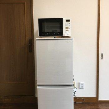 キッチンとは反対側に、電子レンジと冷蔵庫がありました