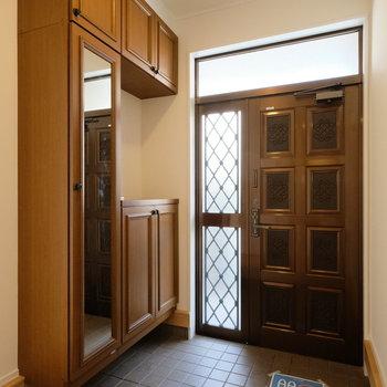 玄関の収納も大充実。