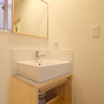洗面台は造作で、ジャストサイズに。