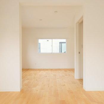 壁が多いので、ゆるく空間が仕切られます。