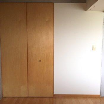 シンプルな扉※写真は2階の反転間取り別部屋のものです
