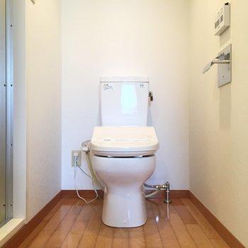 温水洗浄付き※写真は2階の反転間取り別部屋のものです