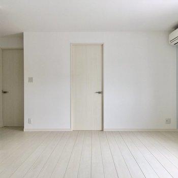 リビングから洋室2部屋に。