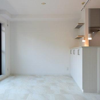真っ白の室内は清潔感ばっちり!(※写真は1階の反転間取り別部屋のものです)
