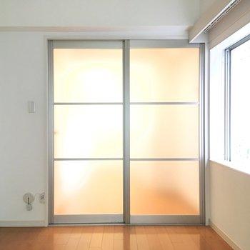 【ダイニング】隣の部屋も見てみましょう。