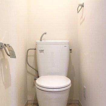 トイレは個室。落ち着きそうですね。