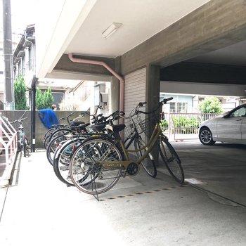 駐輪場、スペースはまだありそうですね。