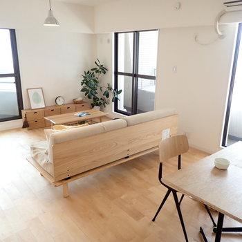 【家具イメージ】窓は3箇所にあって、日当たりも風通りも気持ちいいんです!