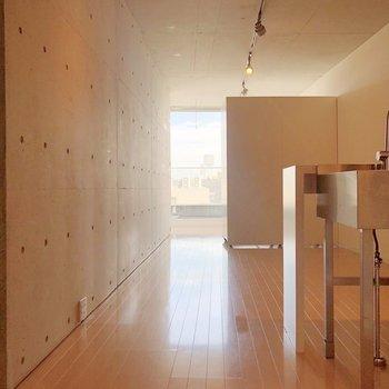 壁や床色がショートブレッドを思わせます