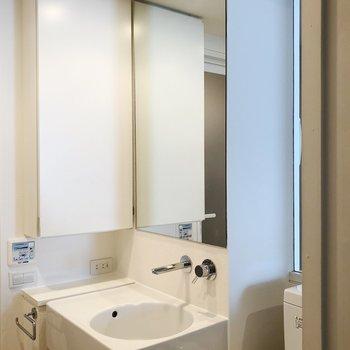 洗面所とトイレが同じ空間にあります