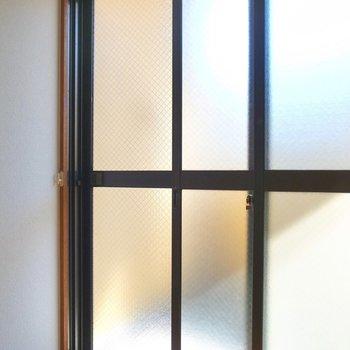 窓は二重サッシ!閉めていればうるさくありませんでした。