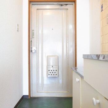 玄関にシューズボックスはないので、ご用意くださいませ。