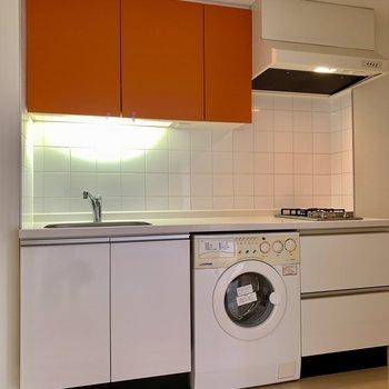 洗濯機はビルドインでコンパクトに。