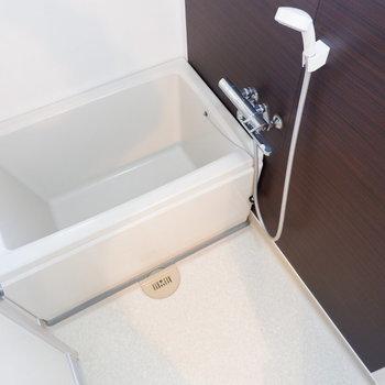 浴室清潔感あります。※写真は1階の似た間取り別部屋のものです
