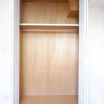 【4.6帖洋室】こちらにも収納が!※写真は1階の似た間取り別部屋のものです